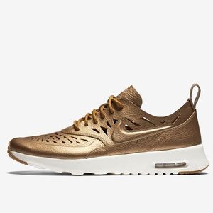 Nike | AIR MAX THEA JOLI THE GOLDEN ONE size 7.5